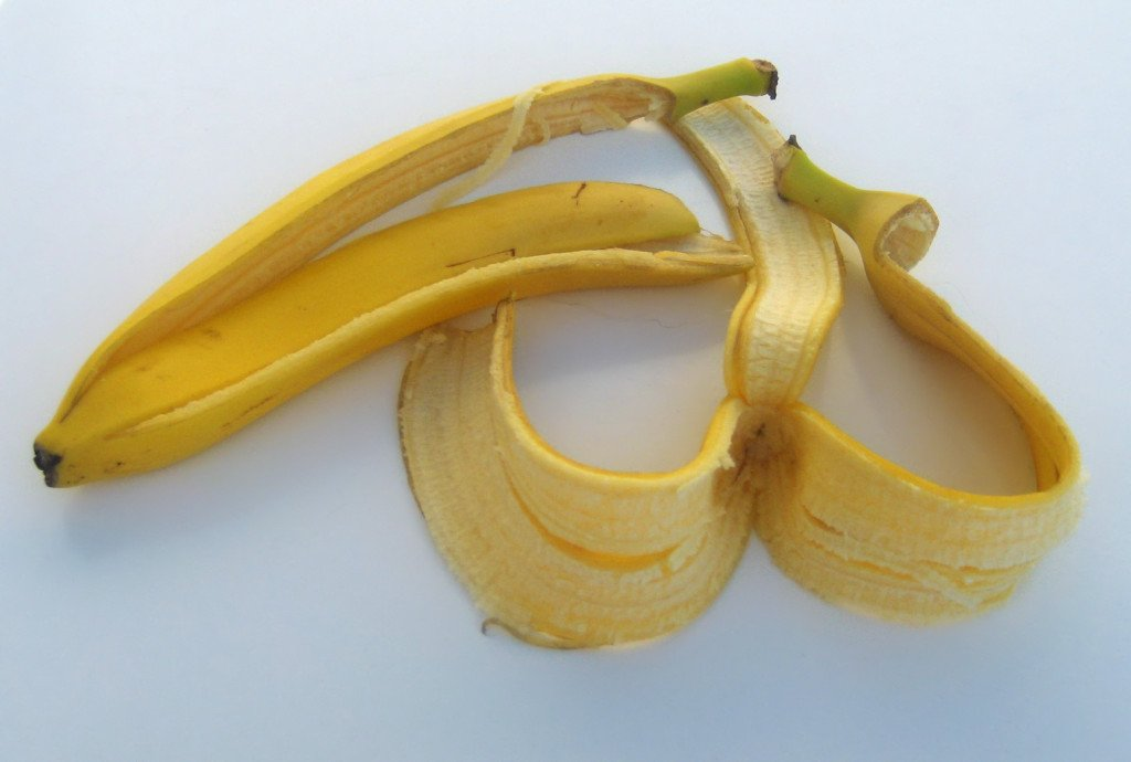 natural ways to get rid of acne banana peel