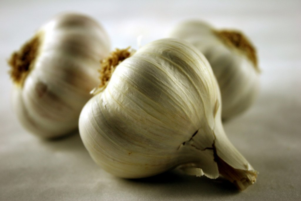 how to treat hormonal acne garlic